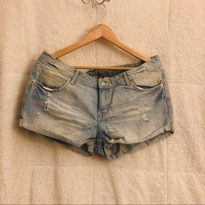 •distressed blue jean shorts•